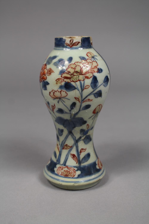 Antique Japanese imari pattern vase, approx 15cm H (AF)