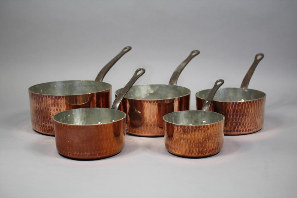 Set of five vintage French copper & wrought iron saucepans, marked YG Cuivre Villedieu (5)