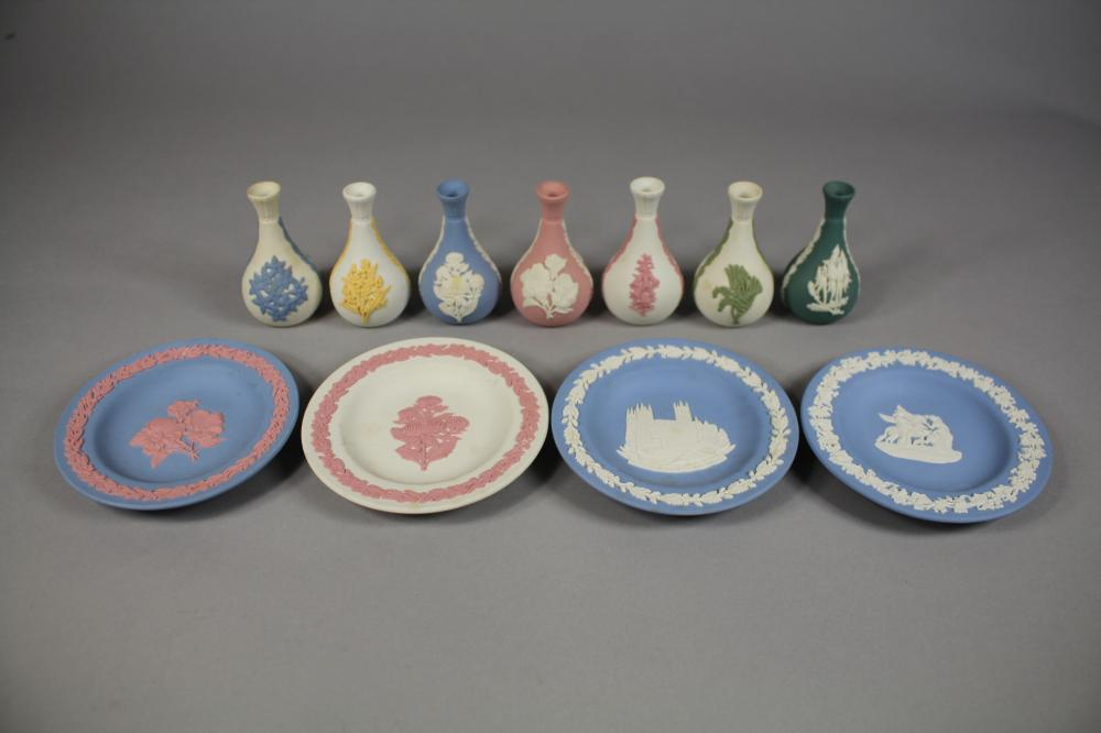 Collection of Wedgwood dishes and miniature vases, approx 11cm Dia and smaller