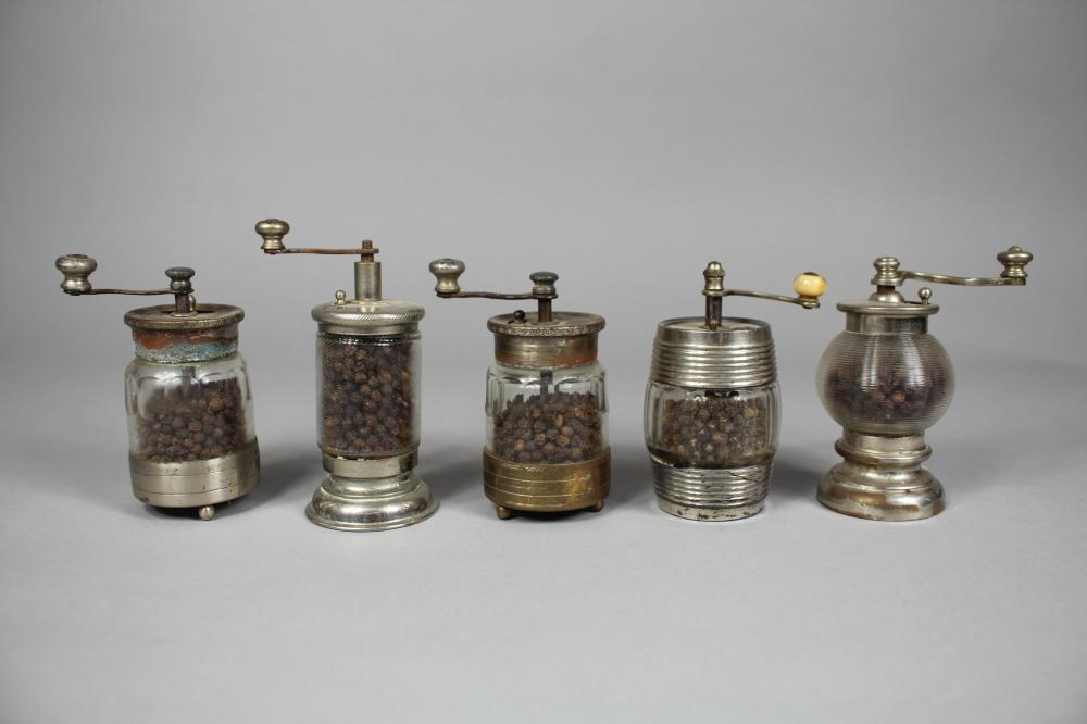 Five French silver plated peppermills (5)
