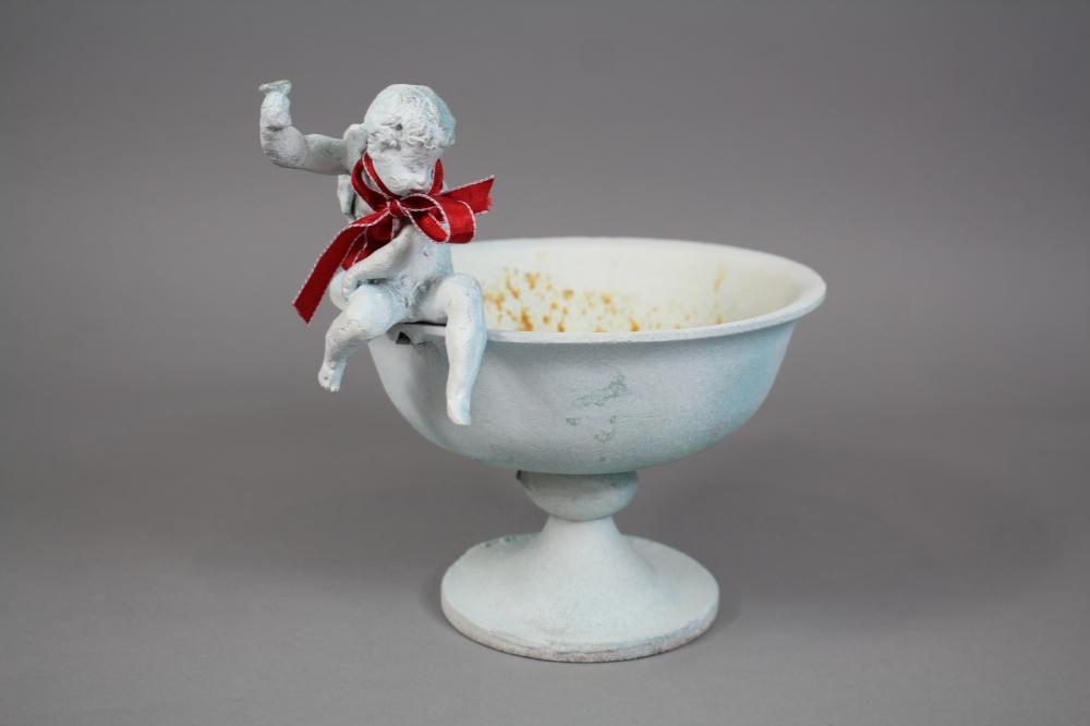 Decorative Figural central comport / bowl, approx 21cm H x 22cm W