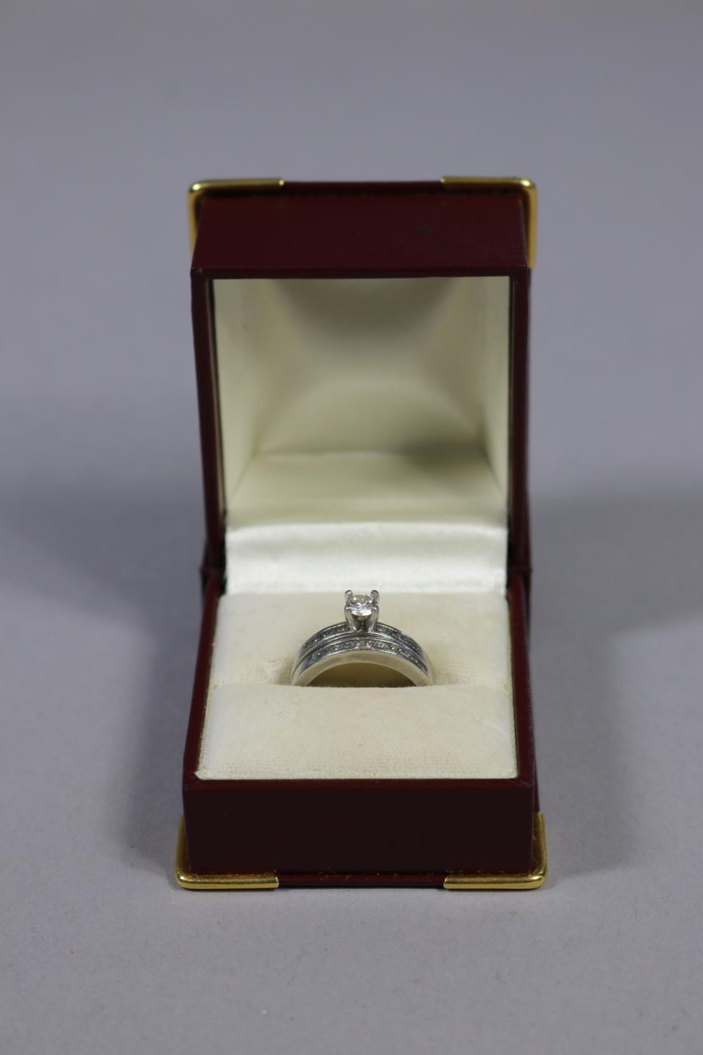 Wedding set, 18ct white gold solitaire diamond engagement ring, with 10 shoulder diamonds along with the matching 18ct white gold wedding ring with 12 diamonds (2)