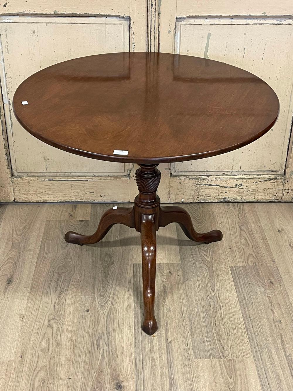 Antique English George III circular snap top tea table, held by a central turned fluted column, approx 88 cm depth x 72 cm high