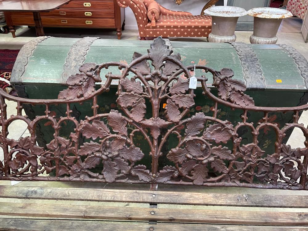 Coalbrookdale style cast iron oak leaf pattern garden bench, approx 168cm W