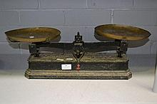 Set of French scales with copper dishes