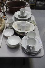 Assortment of porcelain to include a Johnson Bros part service