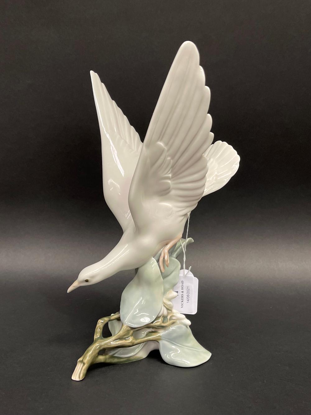 Lladro porcelain Turtle Dove, approx 28cm H