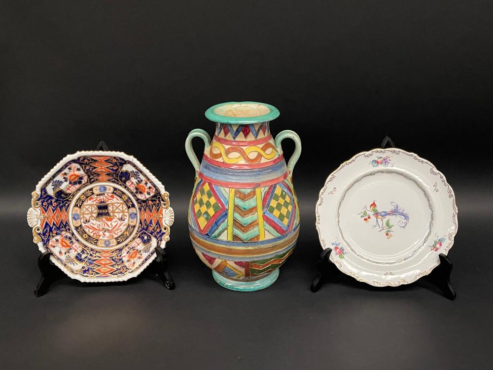 Antique porcelain Imari pattern plate, a Shelley Versailles plate along with an Italian vase, approx 30cm H (vase) and approx 23cm Dia (plates)(3)