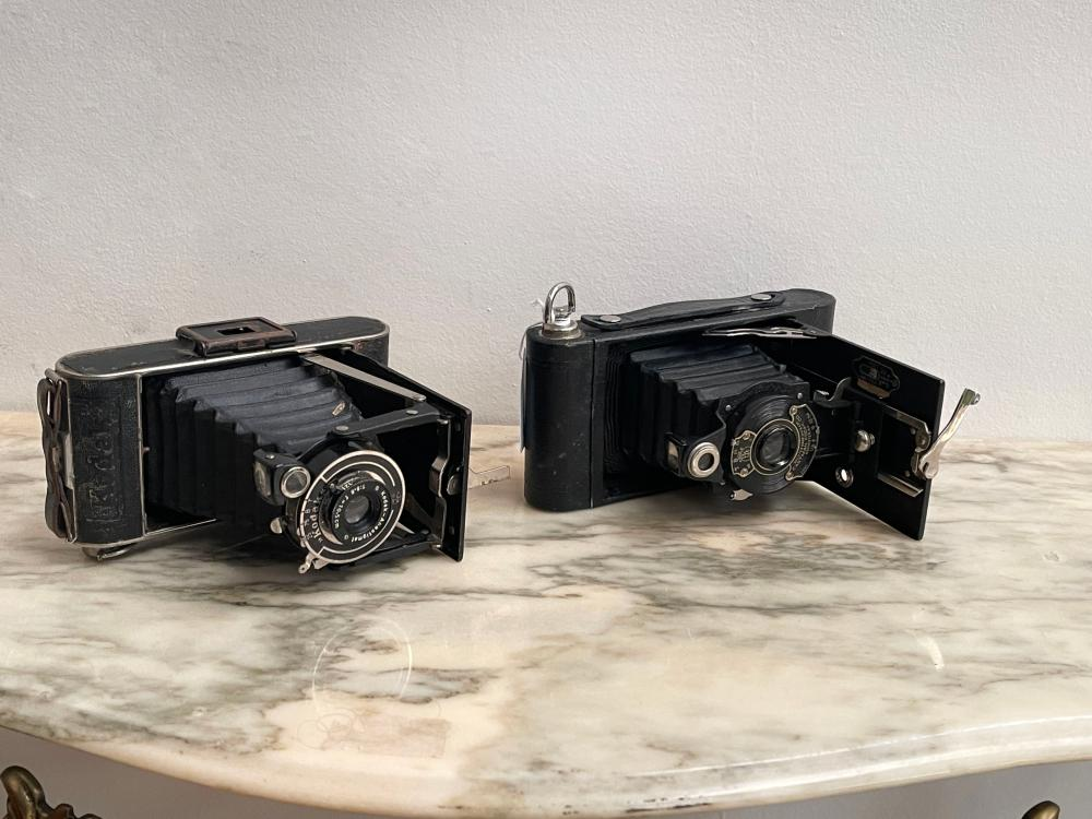 Two vintage Kodak camera's