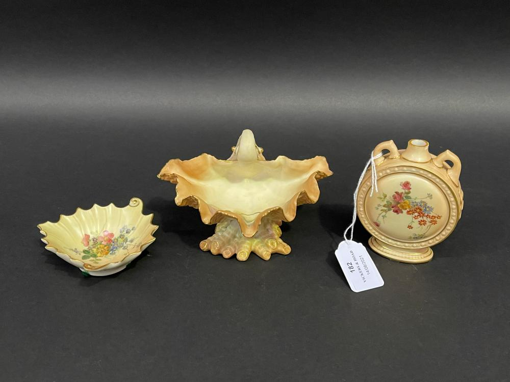Three pieces of antique Royal Worcester blush ivory porcelain, shell, leaf and moon flask, approx 15cm W and smaller (3)