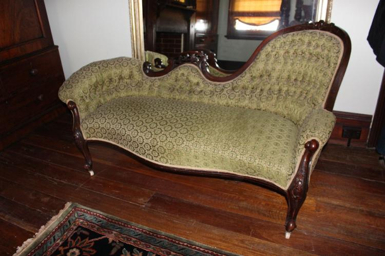 Antique victorian chaise lounge for Antique victorian chaise lounge