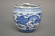 Chinese miniature blue & white jardinière, 10.5 cm