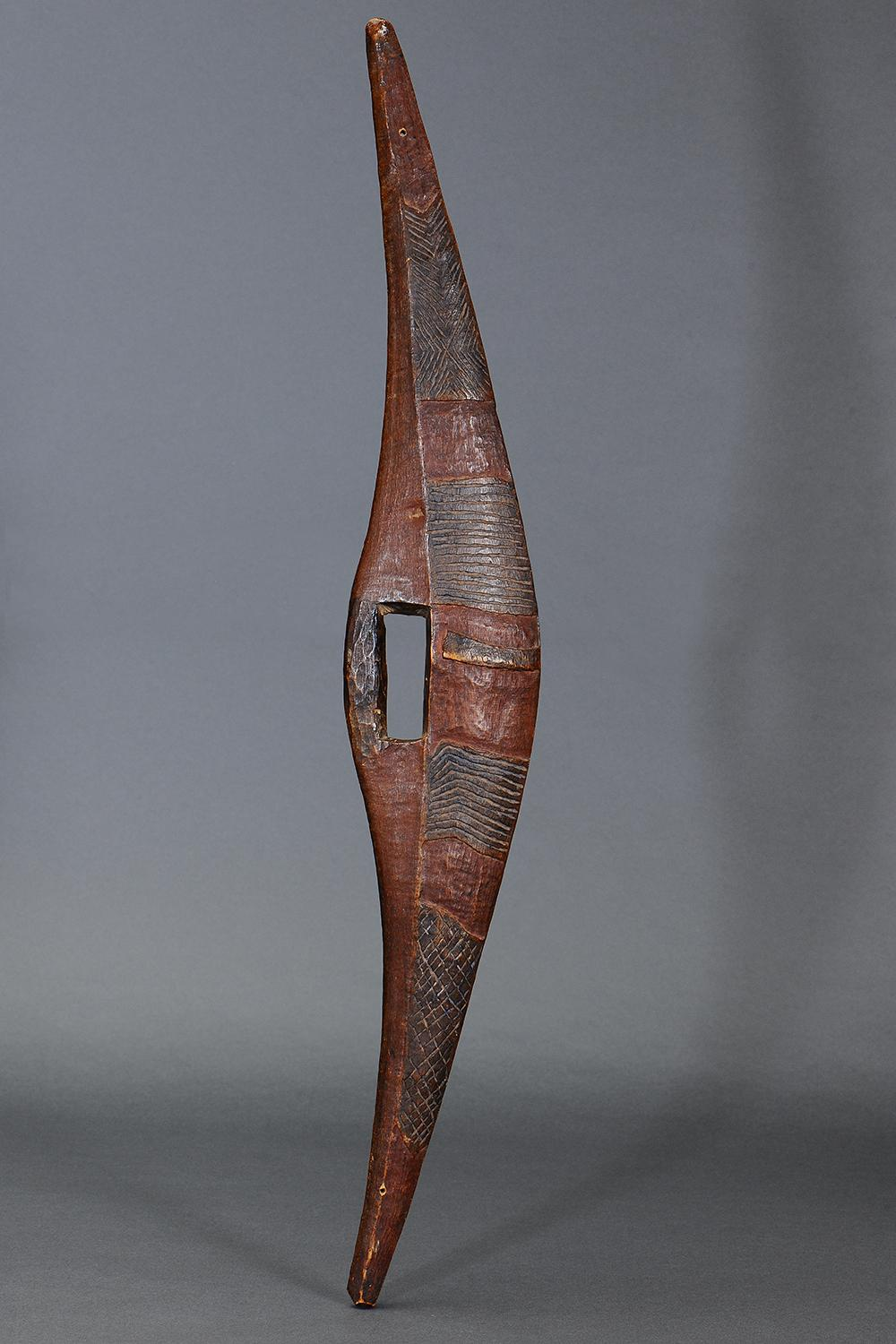 SUPERB EARLY INCISED PARRYING SHIELD, DARLING RIVER REGION, NEW SOUTH WALES