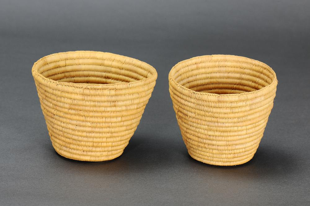 PAIR OF SMALL COILED BASKETS, NORTHERN TERRITORY