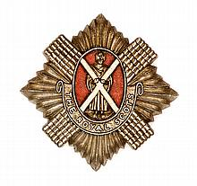 A WWII plastic glengarry badge of The R Scots, GC