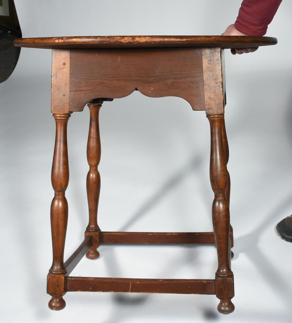 18TH C. NEW ENGLAND MAPLE AND PINE STRETCHER BASE TAP TABLE