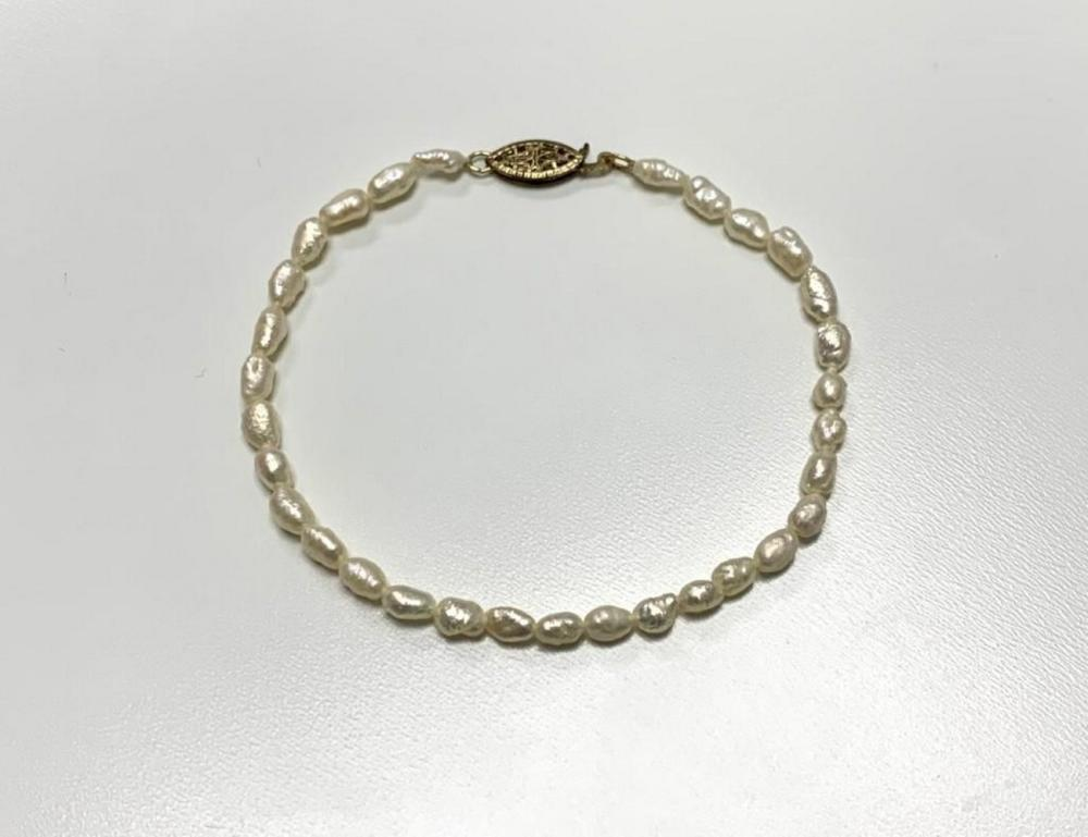 Dainty Pearl Bracelet with Gold Clasp