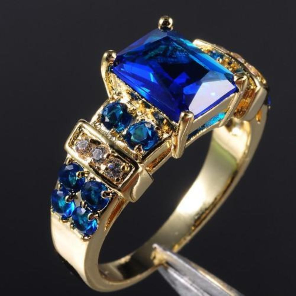 Tanzanite 6ct Main Stone Marked 10kt Womans Ring