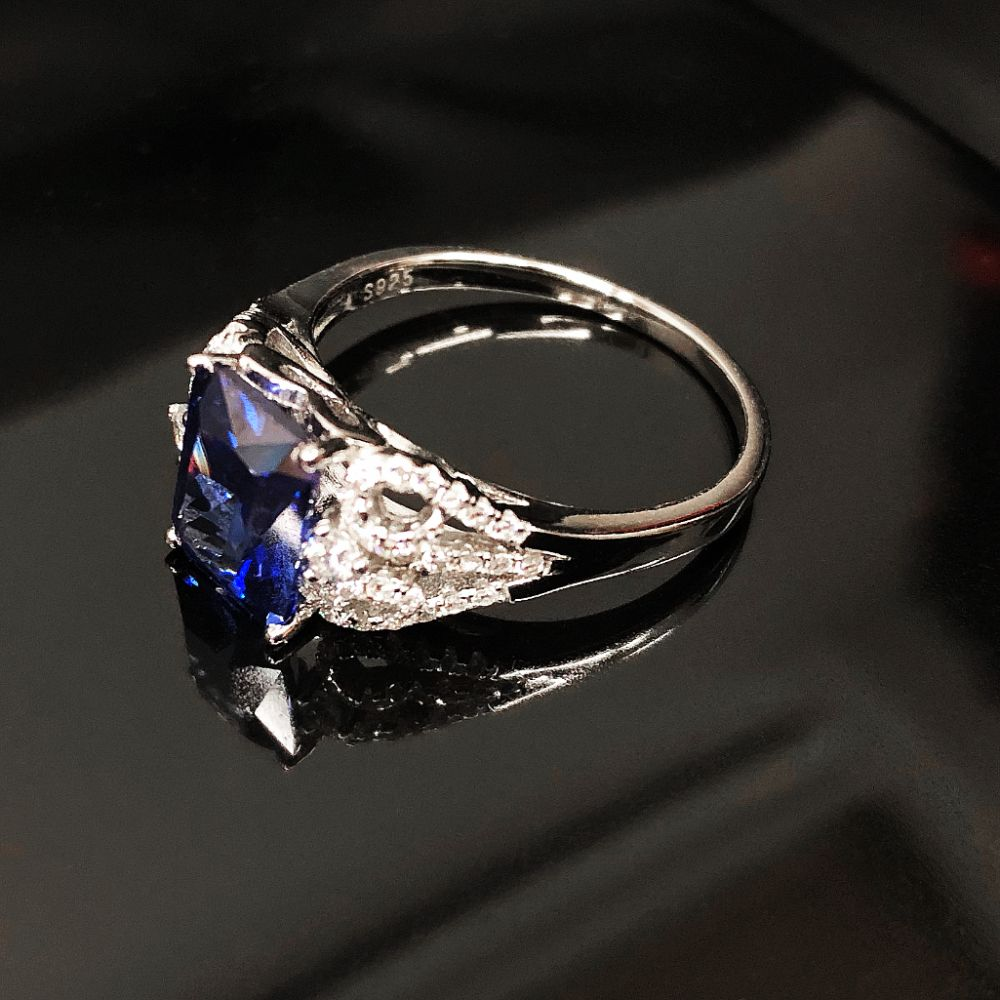 Elegant Ladies Tanzanite Ring On Silver Mount Size 8