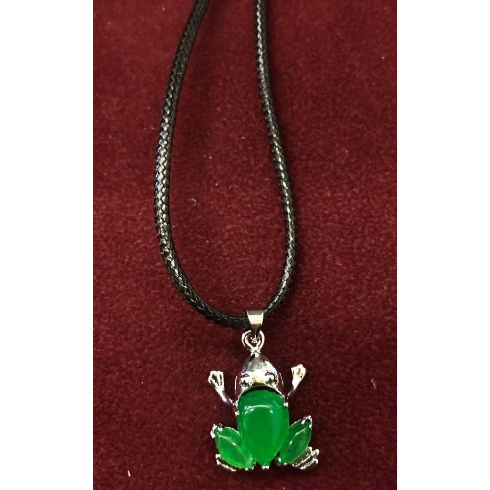 Elegant Ladies Green Jade Frog Pendant Necklace
