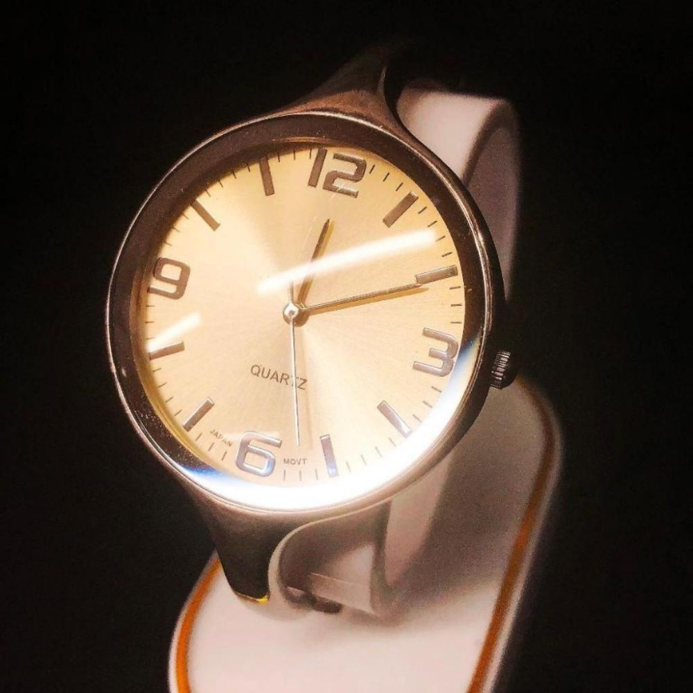 Ladies Bangle Style Silver Tone Wrist Watch