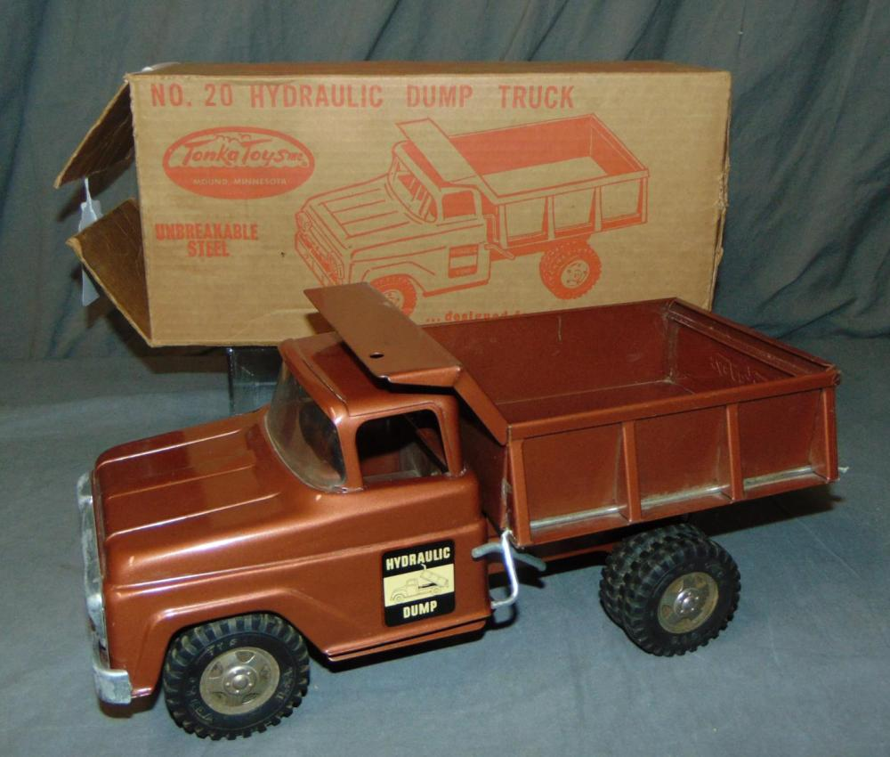 LN Boxed 1960 Tonka 20 Hydraulic Dump Truck