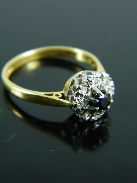 An 18ct gold diamond & sapphire cluster ring