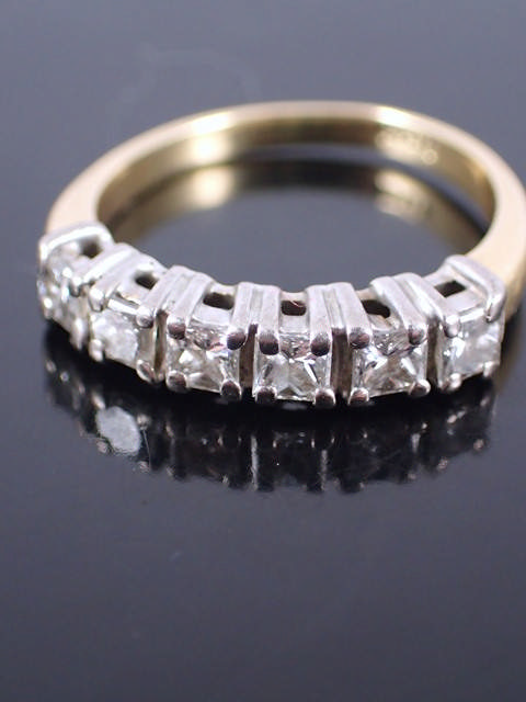 An 18ct gold diamond five stone ring with an valuation which states the total diamond weight of appo