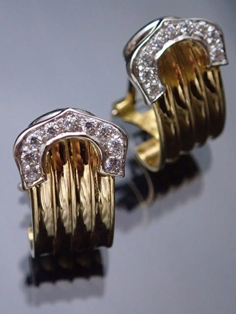 A pair of 18ct gold earrings approx. 7.7 grams