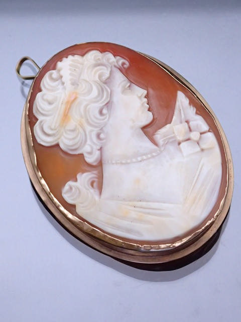 A 9ct gold cameo brooch approx. 9.9 grams