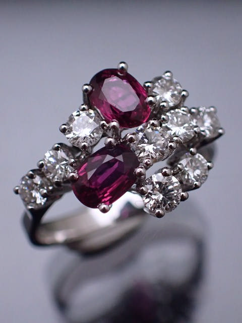 A 14ct gold diamond & ruby ring, total estimated weight of diamond 0.9cts