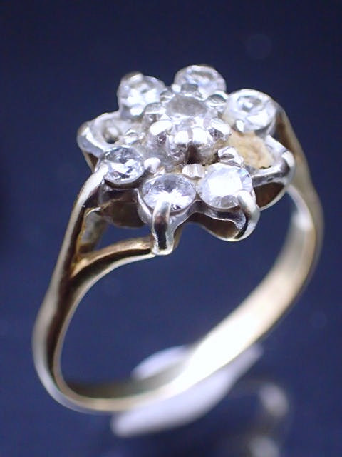 A diamond cluster ring approx. 3.48 grams