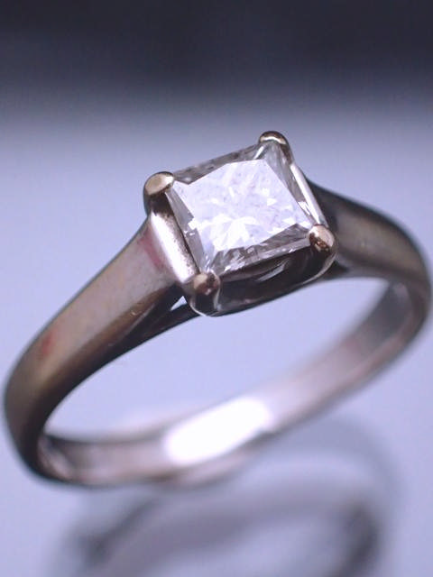 A diamond single stone ring with an EGL certificate which states the diamond is 0.51cts E colour & V