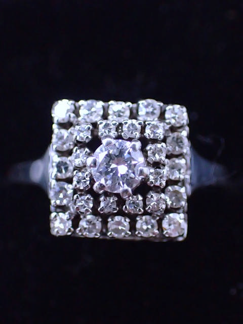 A platinum diamond cluster ring