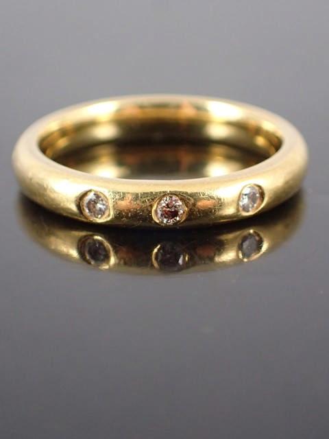 An 18ct gold diamond set band approx. 3.9 grams