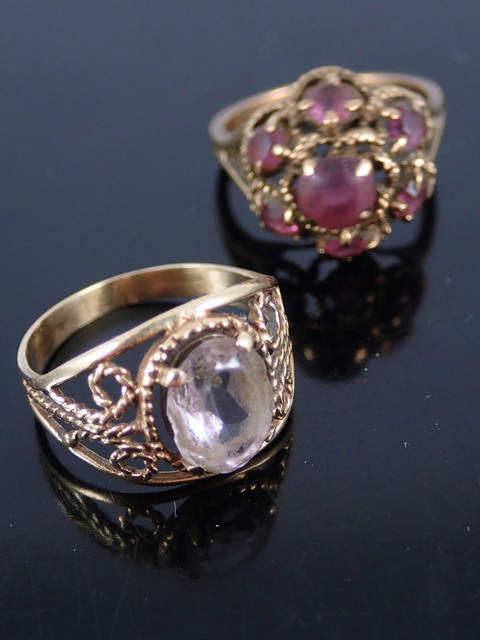 Two gold gem set rings approx. 6.9 grams