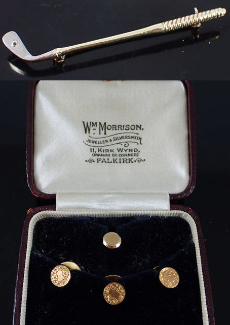 A 14kt gold golf brooch & a boxed set of 9ct gold studs