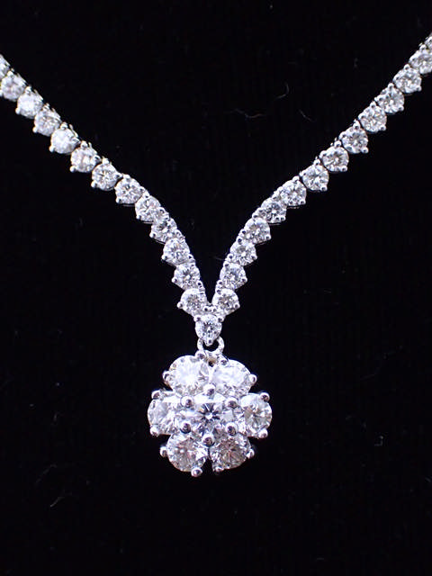 A fine diamond necklace with an appraisal report issued by AIGL which states there are 187 diamonds,