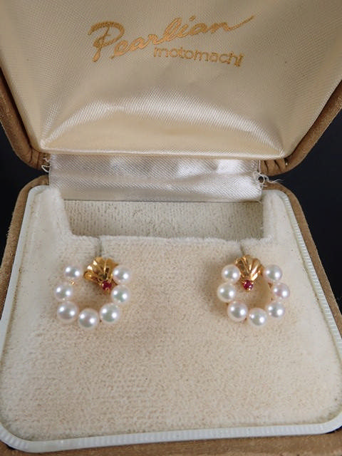 A pair of pearl & ruby set gold earrings. (the pearls are detachable)