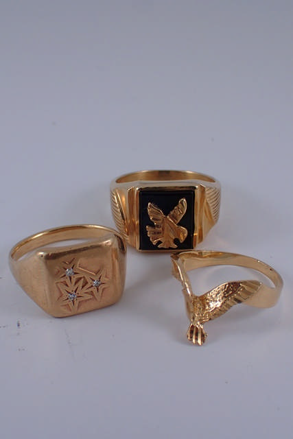 Three gold rings approx. 16.2 grams