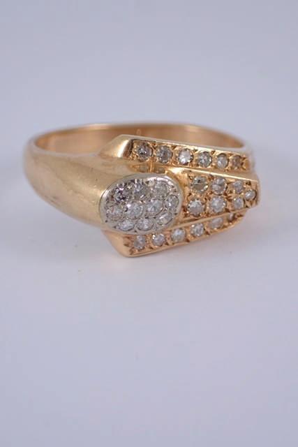 A 10kt diamond set ring approx. 4.1 grams