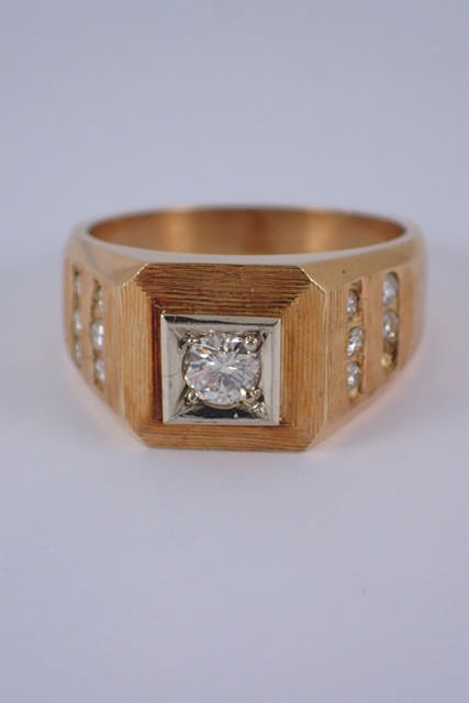 A diamond set gold ring approx. 7.4 grams (missing stones in setting)