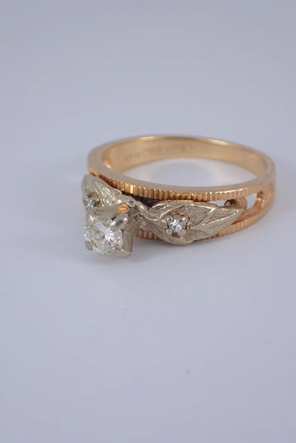 A diamond set ring approx. 4 grams