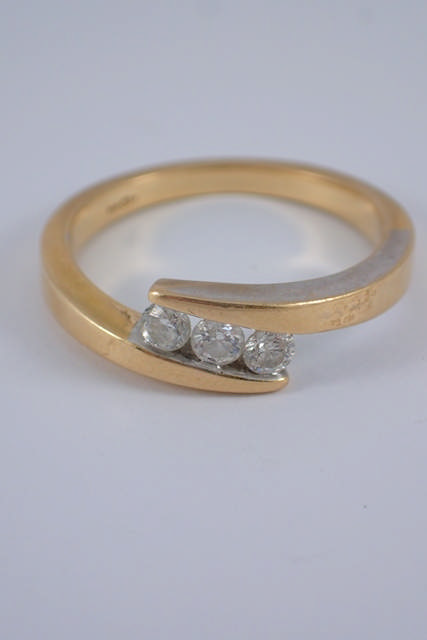 A diamond three stone ring set in 18ct gold approx. 4 grams