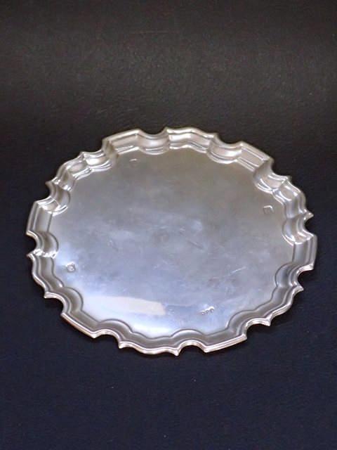 A silver salver approx. 144 grams