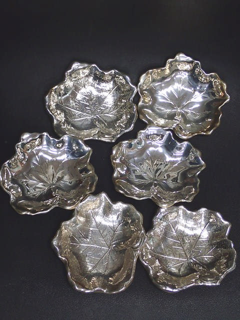 A set of 6 Irish silver leaf shaped dishes approx. 539 grams Dublin 1973 by Royal Irish. (note two s