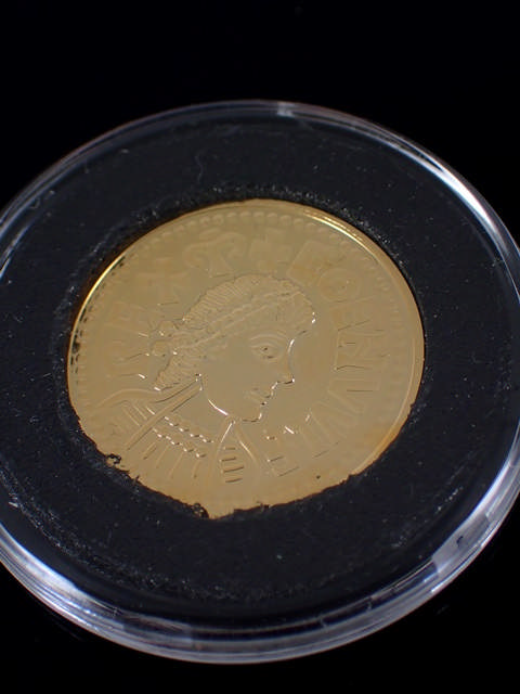 A 'Coenwulf Penny Gold Edition' from the London Mint Office with a certificate of authenticity