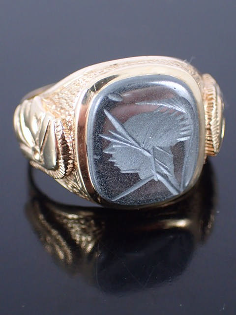 A 9ct gold centurion ring