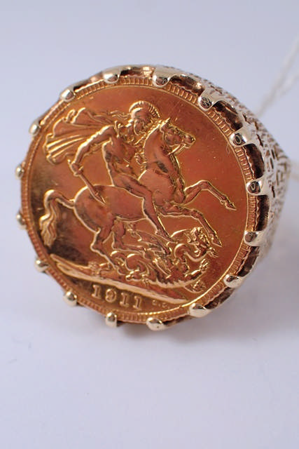A 9ct gold full sovereign ring