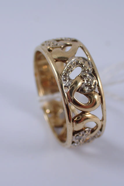 A 9ct gold lady's dress ring